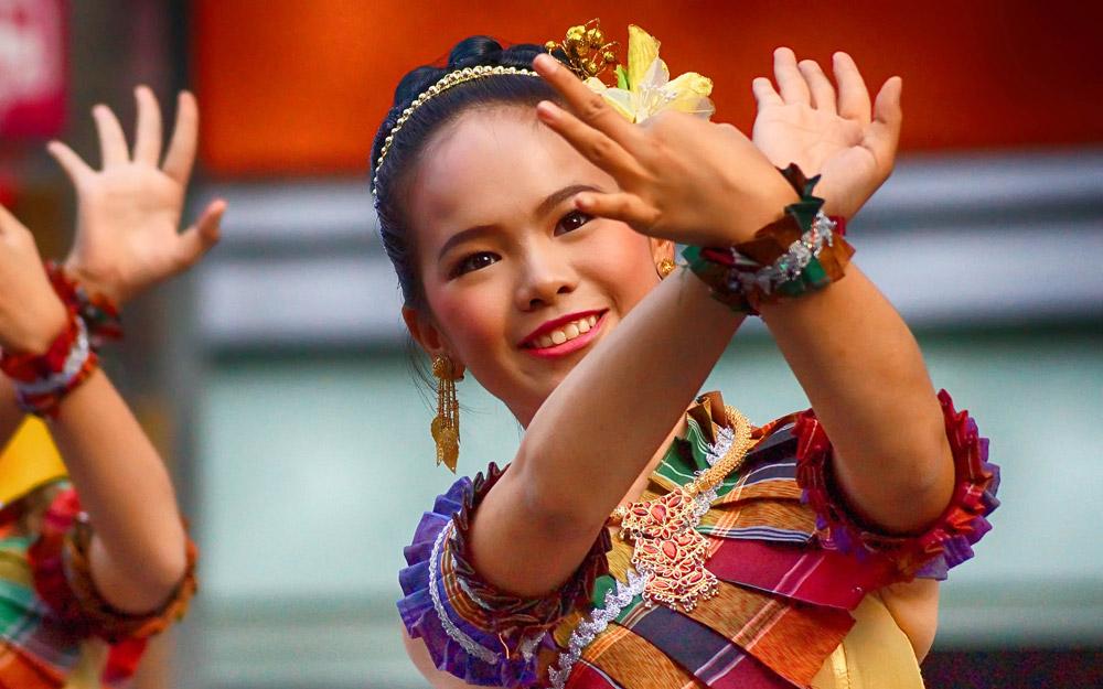 نگاهی ویکیپدیا گونه به تایلند (فرهنگ، مذهب و زبان مردم تایلند)