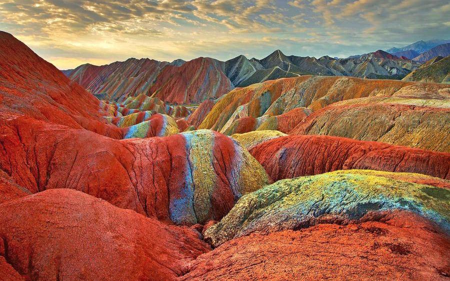 مناظر سورئال تپه های دانشیا در چین
