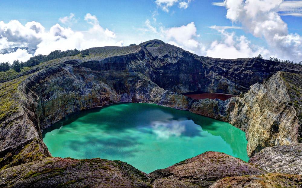 دریاچه های مقدس کلیموتوی اندونزی با رنگهای همیشه در حال تغییر