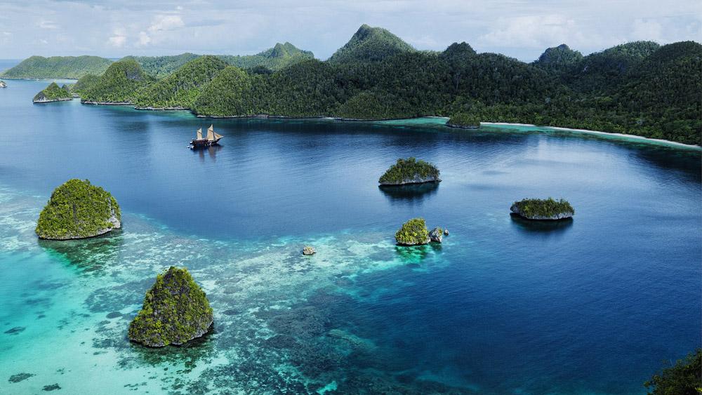سفری رمانتیک و ماجراجویانه در یک هتل دریایی در اندونزی
