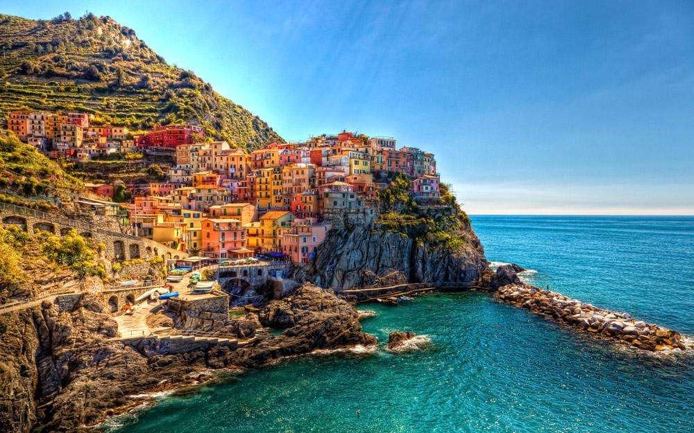 ساحل رنگارنگ مانارولای ایتالیا