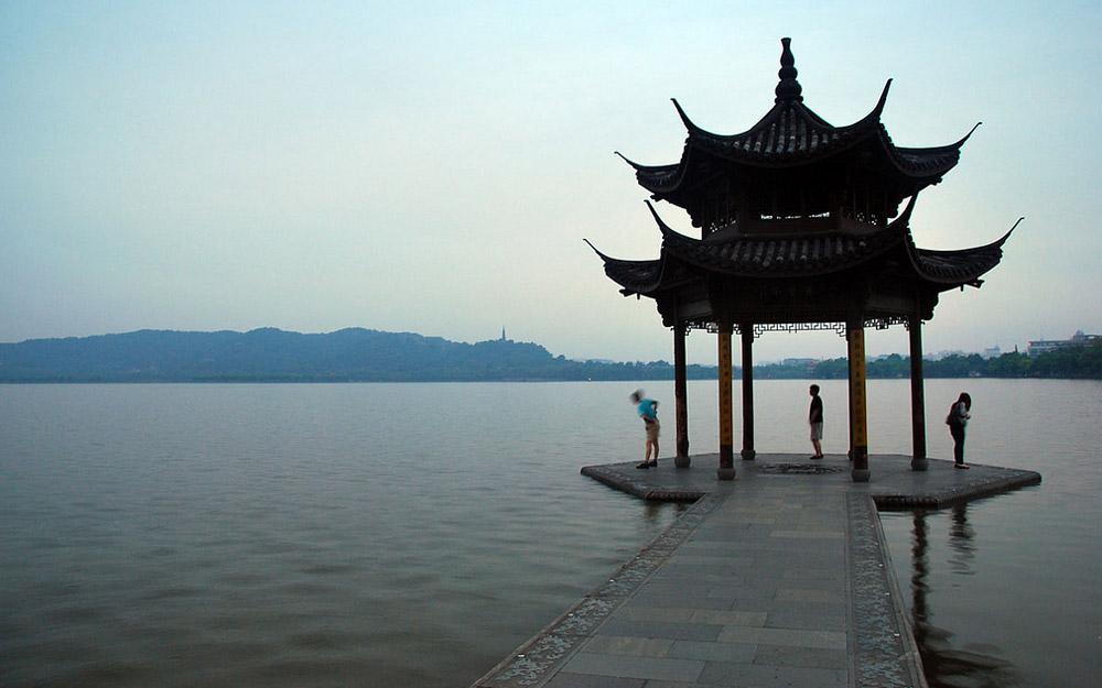 بازدید از دریاچه غربی در مدت تور چین
