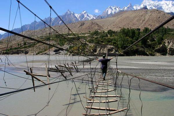 ده تا از خطرناکترین پلهای جهان