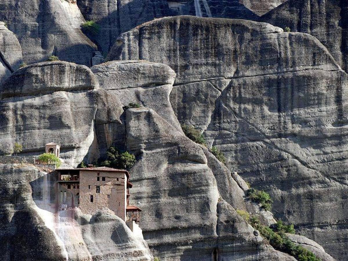 صومعه های تاریخی Meteora در یونان