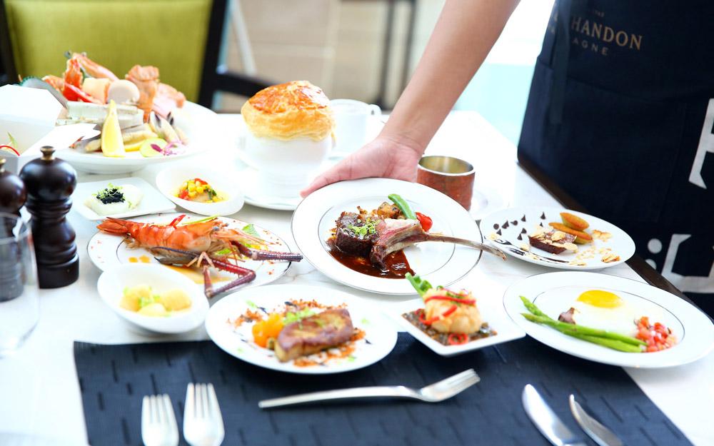 بوفه ناهار در هتل سوفیتل بانکوک